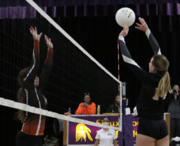 Cowgirls Sweep Rams, Advance To Finals